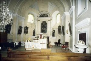 r. 1993 - pohled na hlavní oltář.jpg